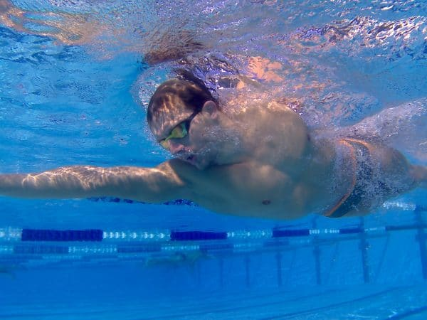 Dag in het leven van Lars Bottelier - Hij heeft de perfecte borstcrawl voor het open water zwemmen met een hoge c atch - strakke elleboog en meer