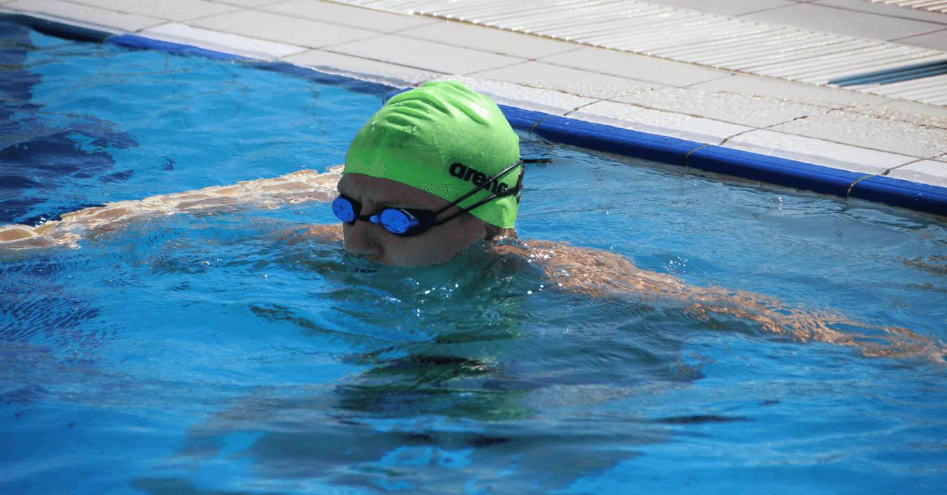 Volg open water zwemmer Lars Bottelier in zijn zwemblog, zwem blog. In dit interview van de zwem challenge in Volendam vertelt hij over zijn nieuwe plannen. Om op de Olympische Spelen van Parijs in 2024. Lars wilt zich namelijk kwalificeren voor de 10 km in het openwater zwemmen